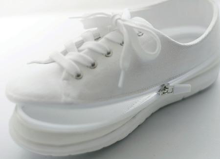 ベルメゾン 2足が1足で楽しめる『着せ替えできるスニーカー』新発売