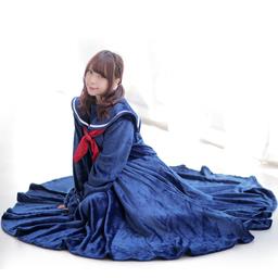 体温で「セルフこたつ」できるセラコレ着る毛布タイプ新型発売。