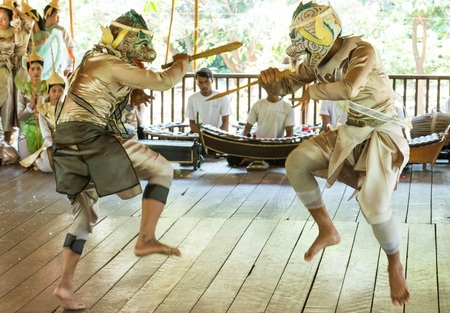 世界遺産のアンコール地域からカンボジア伝統舞踊団が初来日