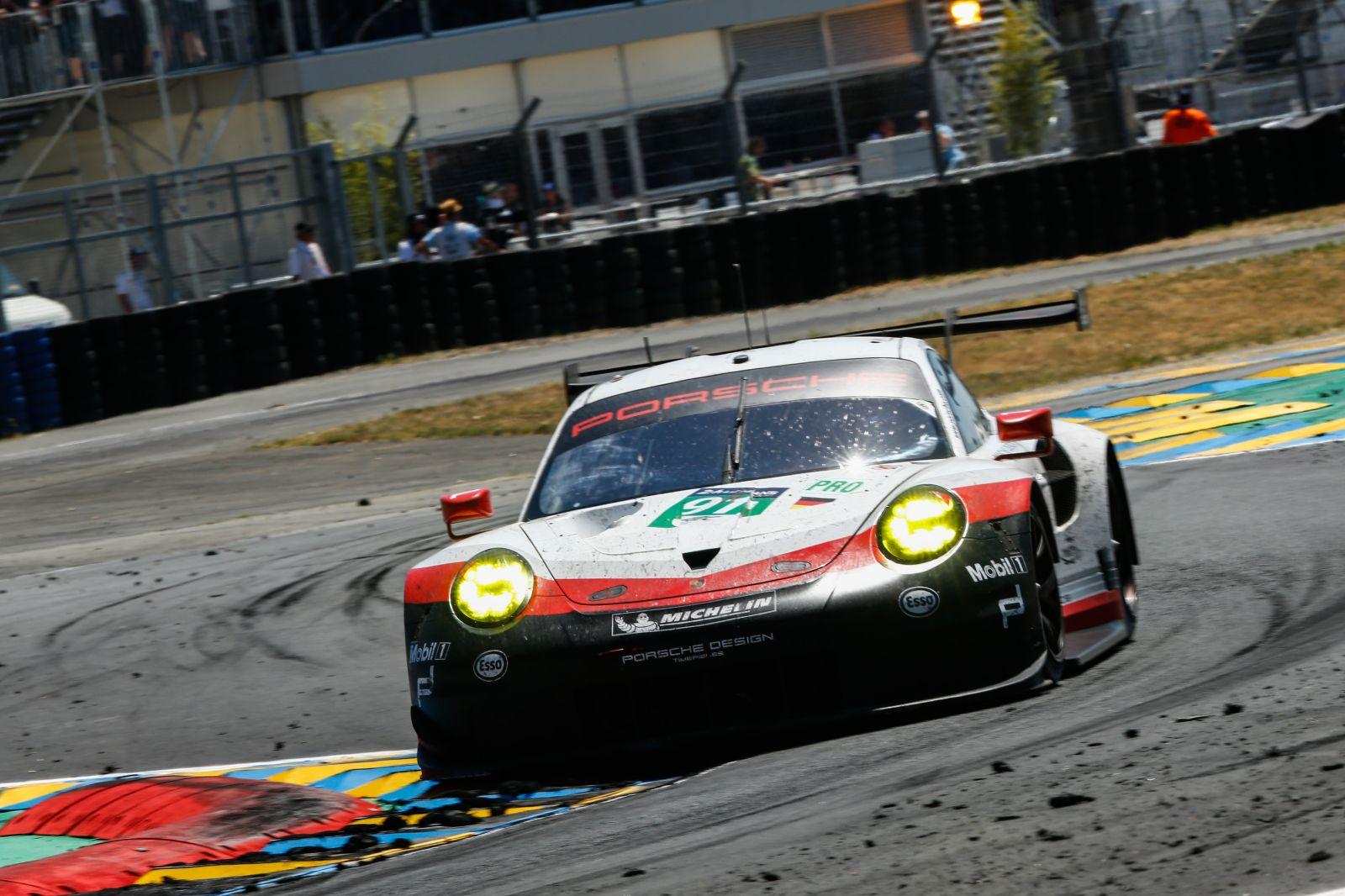 新型911 RSRがル・マンのデビュー戦において 僅差で表彰台を逃す